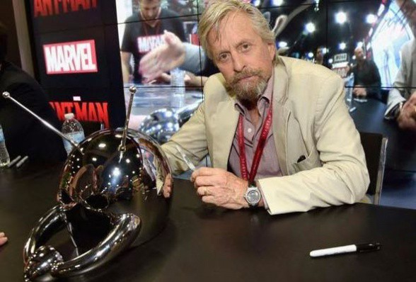 Michael Douglas - Ant-Man casco original