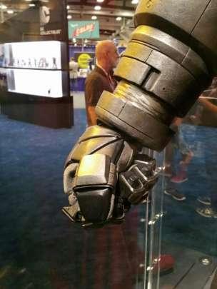 batman v superman armor comic con 2015 image 450x600