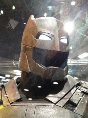 batman v superman armor helmet image comic con 450x600