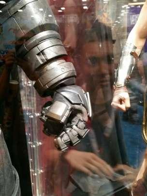 batman v superman armor image comic con 2015 450x600