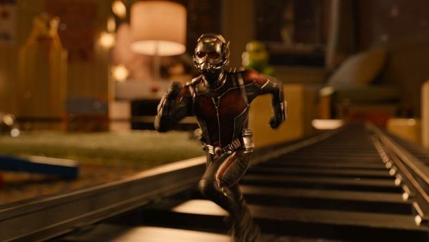 Ant Man pelea en el dormitorio 01