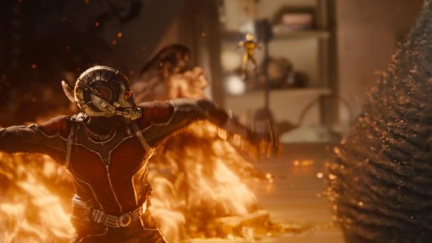 Ant Man pelea en el dormitorio 03