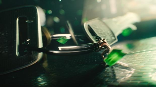 Ant Man pelea en el maletín 01
