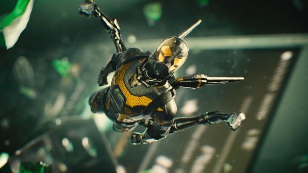 Ant Man pelea en el maletín 03