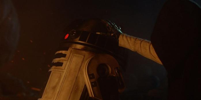 R2-D2 y Luke en El despertar de la Fuerza