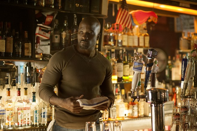 Mike Colter es Luke Cage en 'Jessica Jones'