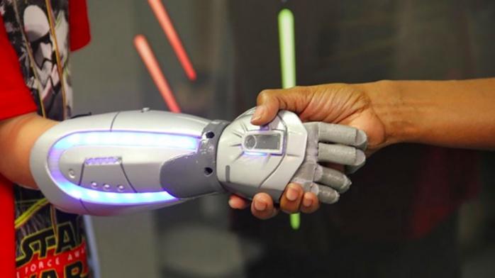 Prótesis brazo Star Wars