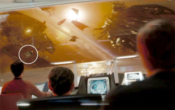 Star Wars homenajes - R2D2 en Star Trek 01