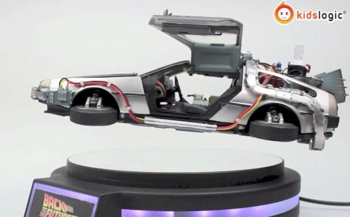 Replica DeLorean volador