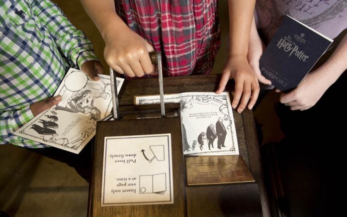 Puntos para sellar el pasaporte. Imagen por cortesía de Warner Bros Studio Tour London