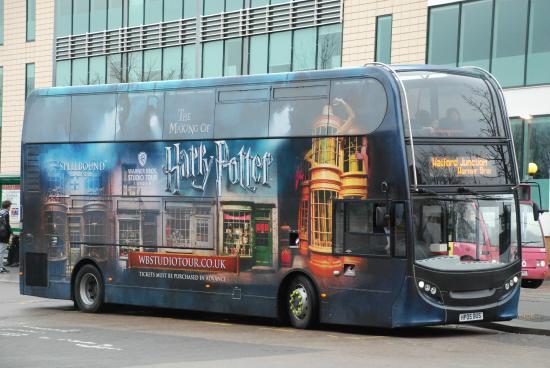 Autobús en Watford Junction que nos dejará en la puerta de los estudios