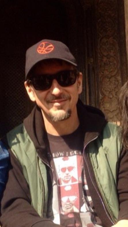 Doctor Extraño - Scott Derrickson con gorra