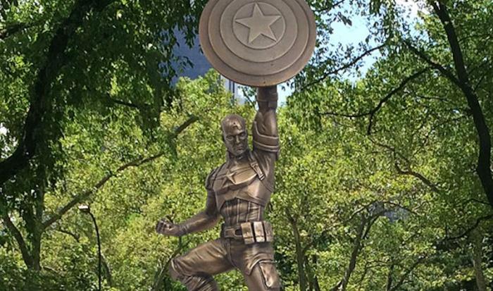 Capitán América estatua