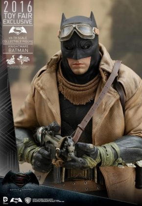 Hot Toys Knightmare Batman (1)