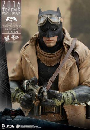 Hot Toys Knightmare Batman (1)