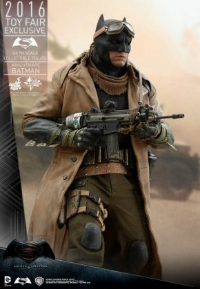 Hot Toys Knightmare Batman (11)