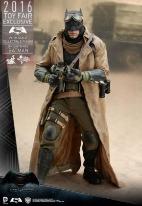Hot Toys Knightmare Batman (13)