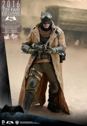 Hot Toys Knightmare Batman (3)
