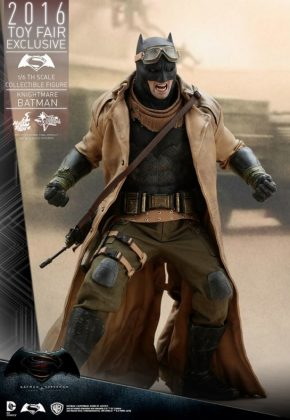 Hot Toys Knightmare Batman (4)