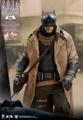 Hot Toys Knightmare Batman (5)