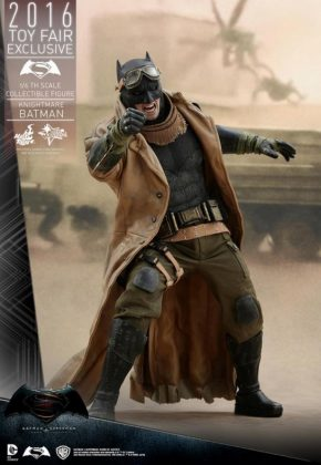 Hot Toys Knightmare Batman (6)