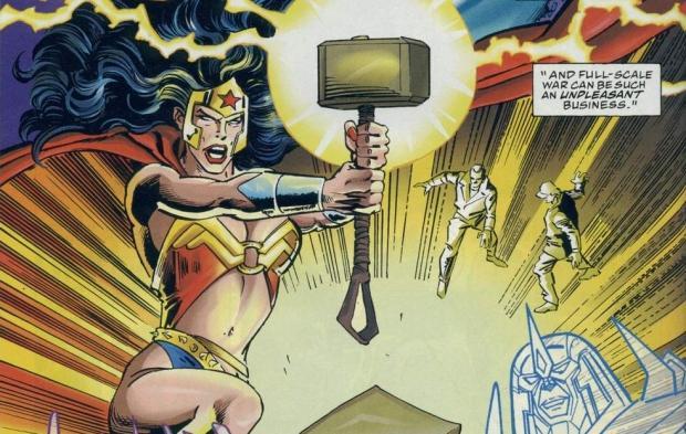 8 curiosidades entre personajes Marvel y DC 02 Wonder Woman Mjolnir
