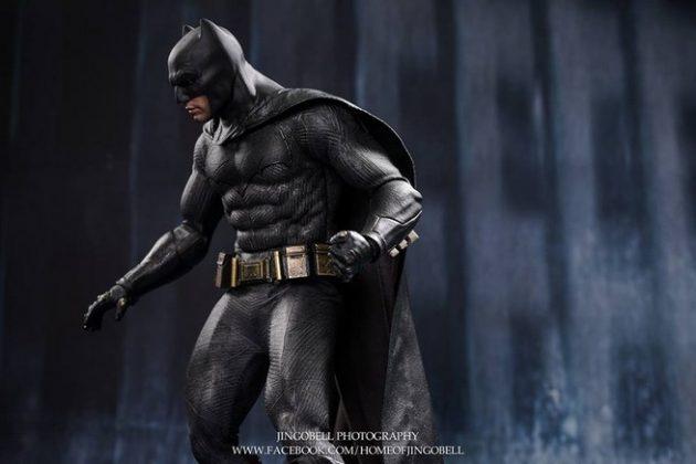 Hot Toys Batman v Superman Batman (14)