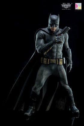 Hot Toys Batman v Superman Batman (15)