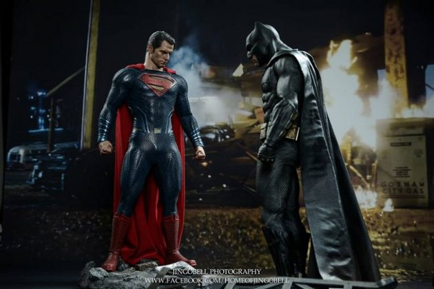Hot Toys Batman v Superman Batman (16)