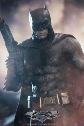 Hot Toys Batman v Superman Batman (18)