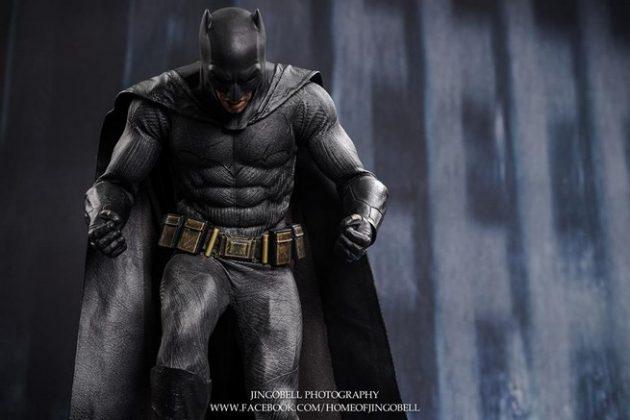 Hot Toys Batman v Superman Batman (21)