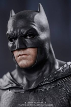 Hot Toys Batman v Superman Batman (22)