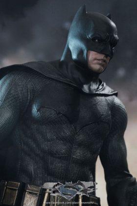 Hot Toys Batman v Superman Batman (24)