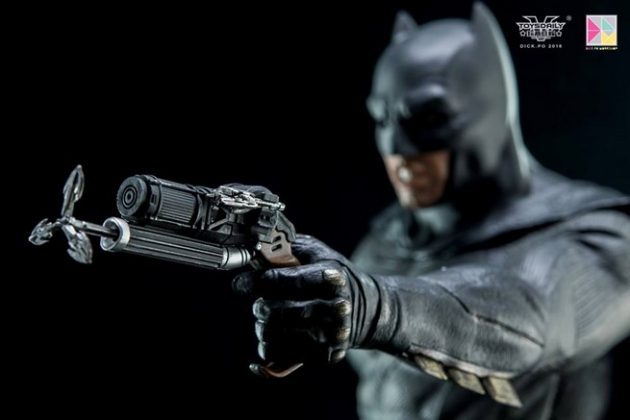 Hot Toys Batman v Superman Batman (25)