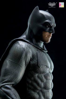 Hot Toys Batman v Superman Batman (27)