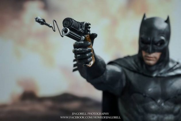 Hot Toys Batman v Superman Batman (29)