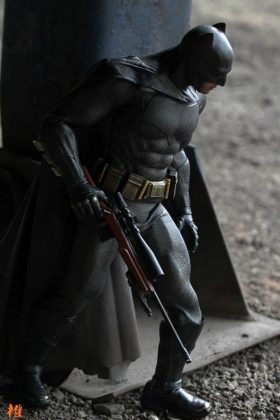 Hot Toys Batman v Superman Batman (32)