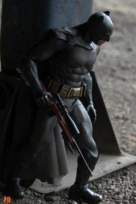 Hot Toys Batman v Superman Batman (32)