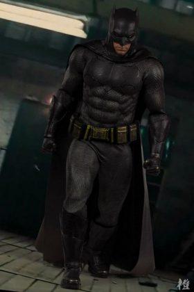 Hot Toys Batman v Superman Batman (45)