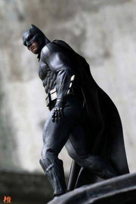 Hot Toys Batman v Superman Batman (48)
