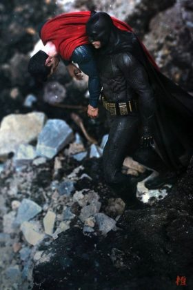 Hot Toys Batman v Superman Batman (49)