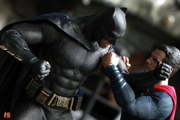 Hot Toys Batman v Superman Batman (55)