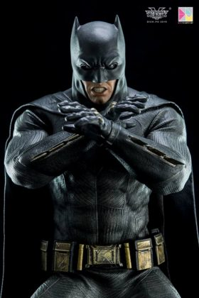 Hot Toys Batman v Superman Batman (57)