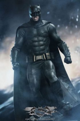 Hot Toys Batman v Superman Batman (6)