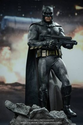 Hot Toys Batman v Superman Batman (62)