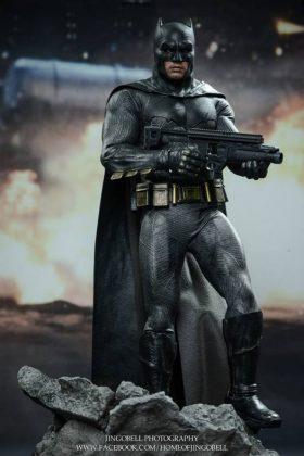 Hot Toys Batman v Superman Batman (62)