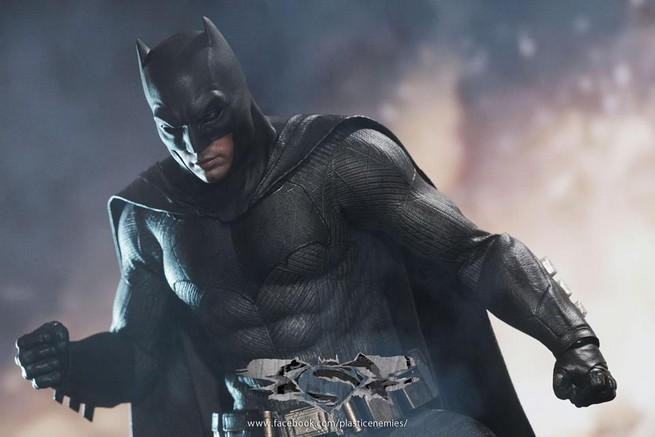 Hot Toys Batman v Superman Batman (70)