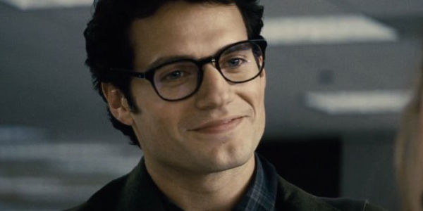 Henry Cavill como Clark Kent (Superman)