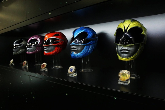 power-rangers-helmets