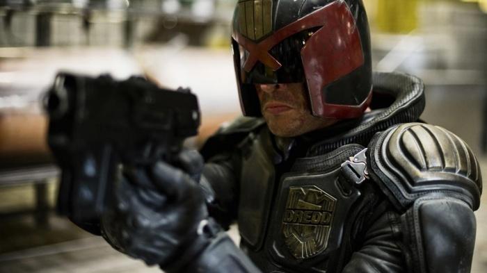 Karl Urban podría ser el protagonista de la serie del Juez Dredd